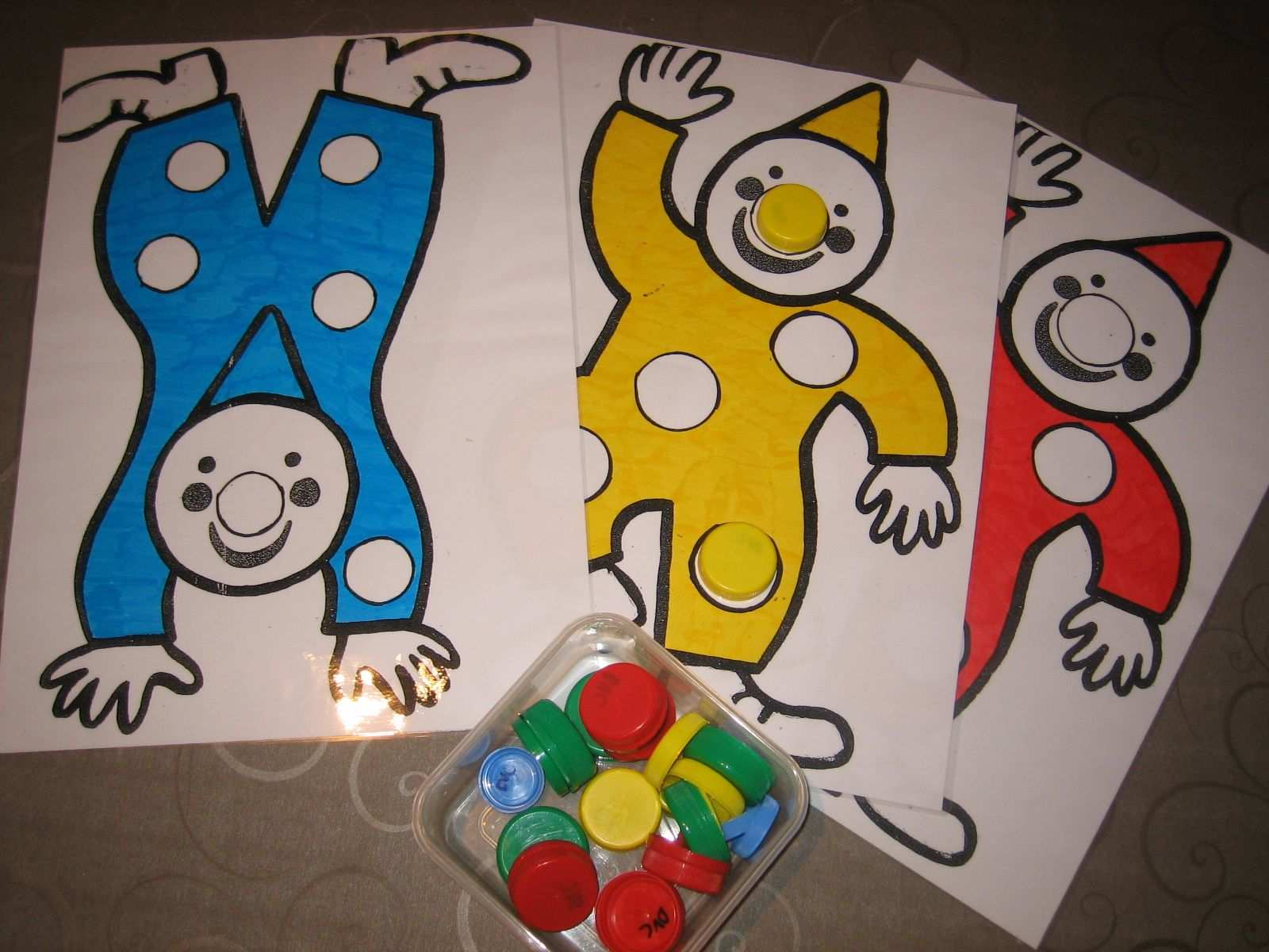 Kleurenspel Met Flessendopjes Farsang Cirkusz Carnival